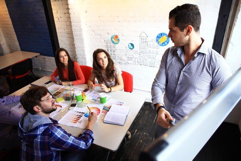 Como manter um controle do fluxo de trabalho da sua agência